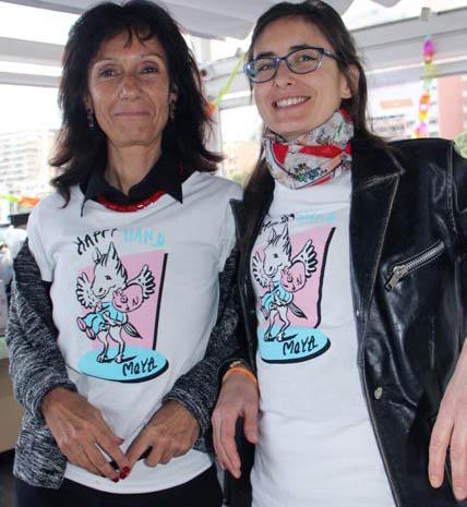 Manu de l'association Happy Hand sur le stand des tee shirt pour leur soirée anniversaire
